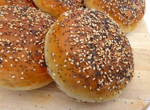 Soft-Burger-Bun-Brioches-with-Sesame-and-Poppy-Seeds3-1024x754-1-1024x754